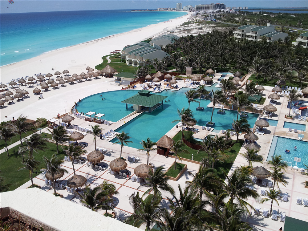 Iberostar Cancun view of the pool and beach