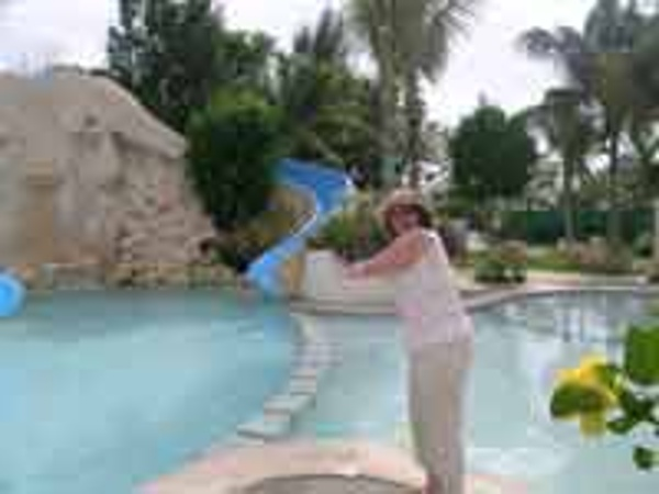 Sally Black from Vacationkids visits Oasis Palm Cancun Resort for our review page