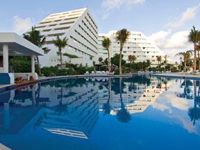 Pool side view of the Oasis Palm Cancun Resort