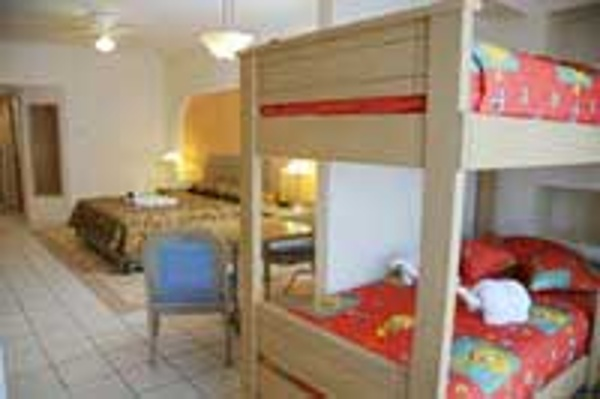 Crown Paradise Hotel Cancun family of 5 room