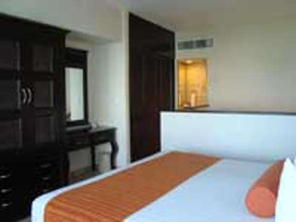 Crown Paradise Hotel Cancun offers family suites that will sleep up to 7 family members. This is the upstairs king room.
