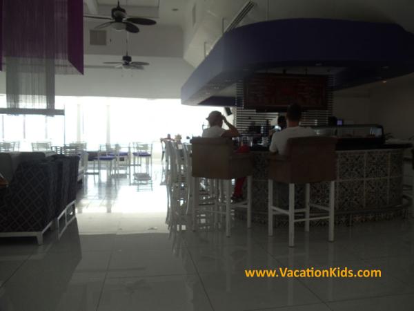 Lobby bar at the Krystal Hotel Cancun