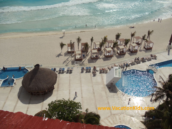 View of the beach and beach beds at Krystal Hotel Cancun