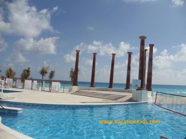 Main pool deck at the Krystal Hotel Cancun