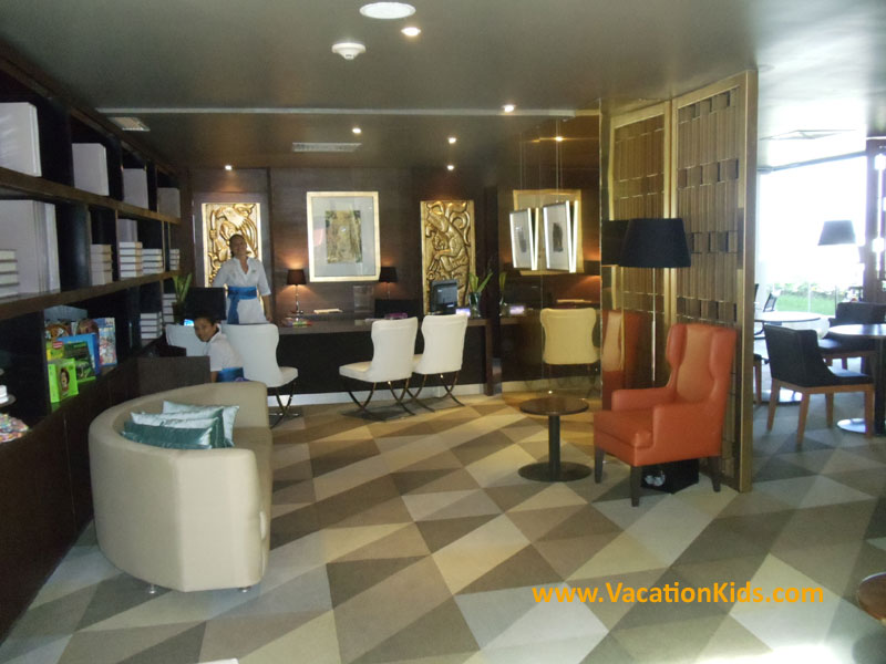 Family concierge lounge and check in at the Paradisus Cancun all inclusive resort