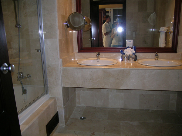 Ocean Blue Resort offers guests marble bathrooms with tubs