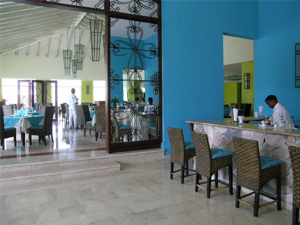 Guests can dine at their choice of 9 restaurants at Ocean Blue Resort