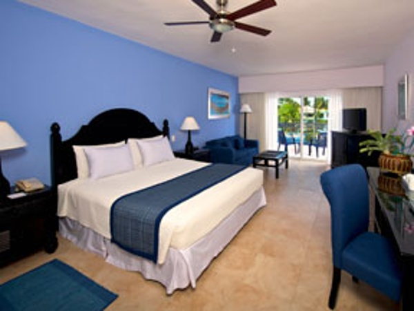The all Suite Ocean Blue Resort is family of 5 friendly allowing 3 kids and 2 adults to share each suite.