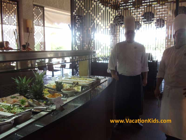 Chefs welcome guests to an assortment of culinary delights at Paradisus La Esmeralda Resort
