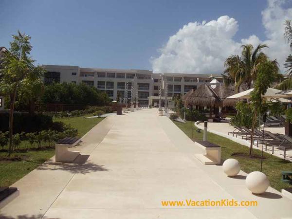 Walk ways thru the Paradisus La Esmeralda All inclusive family resort