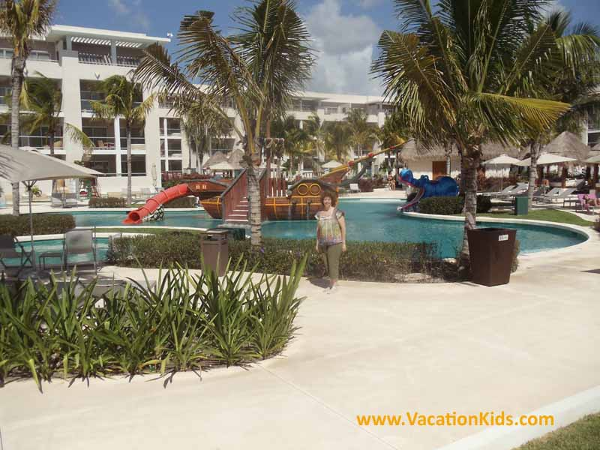Vacationkids Sally Black shows us the kids water park at the main pool of the Paradisus La Esmeralda