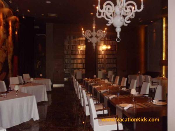 The family friendlsy Paradisus La Esmeralda resort shares restaurants with the Paradisus La Perla adults only resort