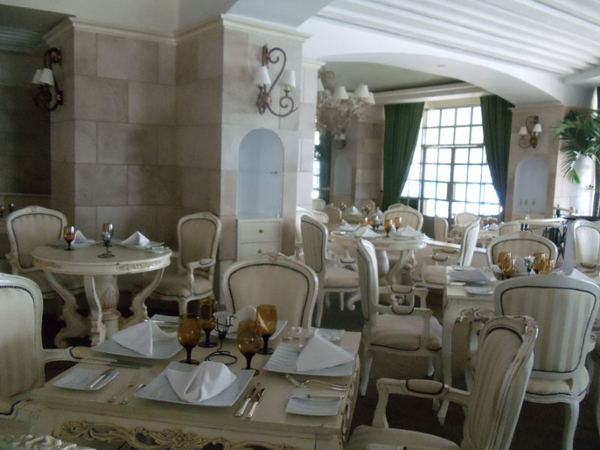 Season Restaurant at Sandos Cancun offers families elegant dining with ocean views