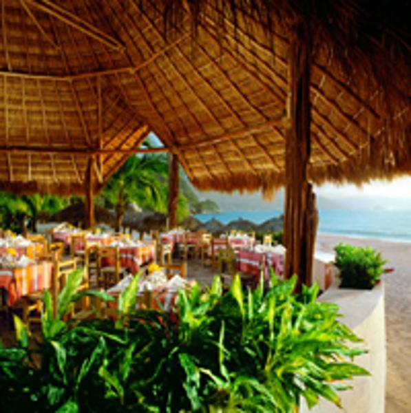 Your family can dine right along the sea at Dreams Puerto Vallarta