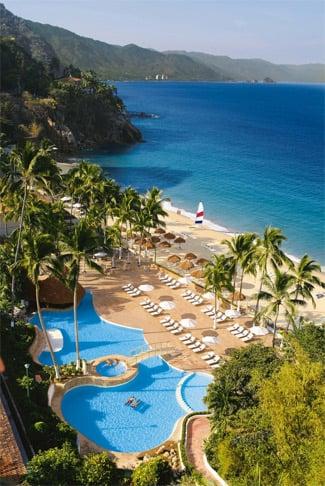 Pool, mountain and the sea views of Dreams Puerto Vallarta Resort